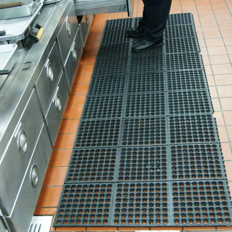 commercial kitchen floor covering quot dura chef interlock quot rubber kitchen mats 5613