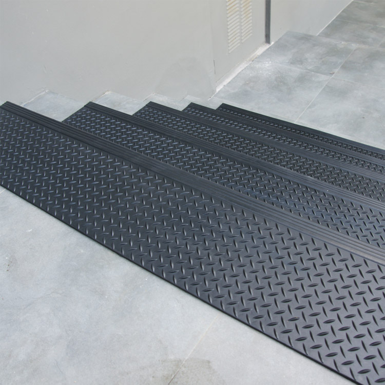 Diamond Plate Commercial Rubber Stair Treads 6 Packs