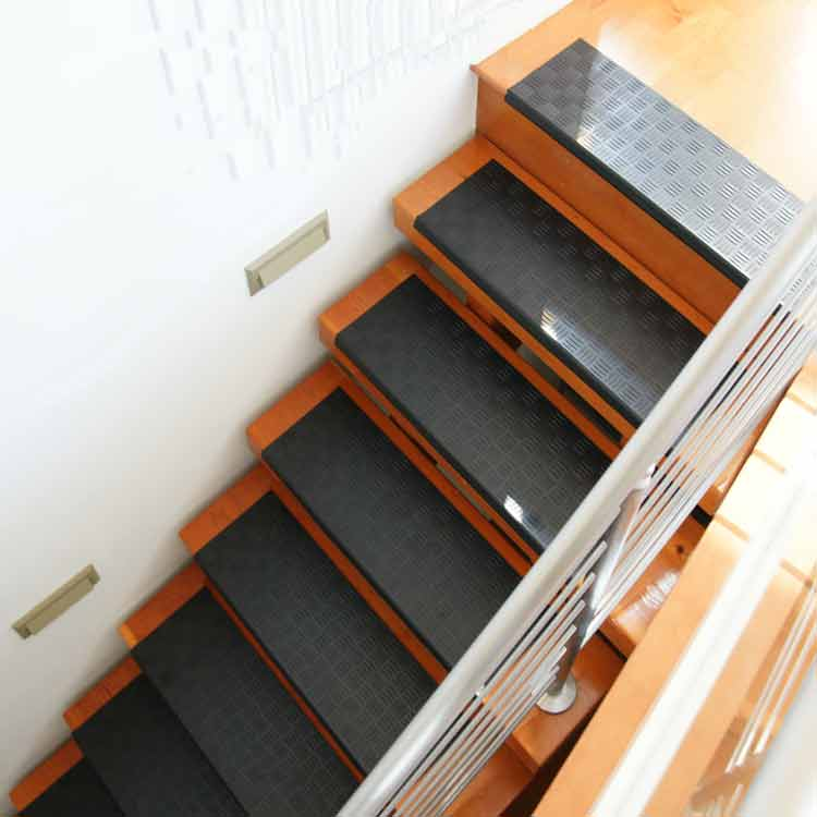 Quot Diamond Grip Quot Rubber Stair Tread