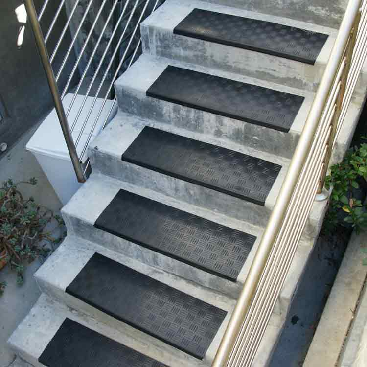 Quot Diamond Grip Quot Rubber Stair Tread